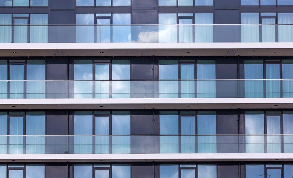 Aluvo aluminium vliesgevels aluminium kozijnen deuren vd Valk Leeuwarden
